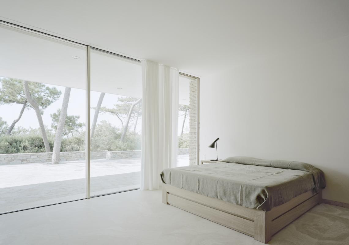 Sky-Frame 2: The sliding doors with dual-pane glazing with minimal sight lines is an outstanding performer in a wide range of climate zones due to the high thermal and sound standards.